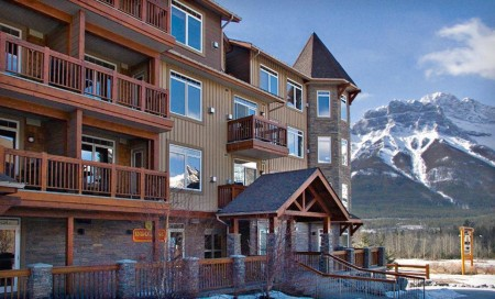 Falcon Crest Lodge in Canmore